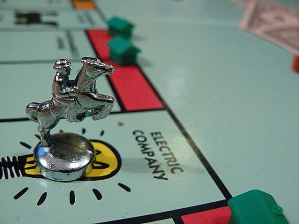 Should people be allowed to make up new rules when playing a board game with friends or family?