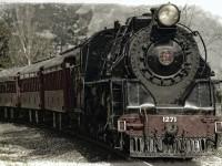 locomotive-222174_1920