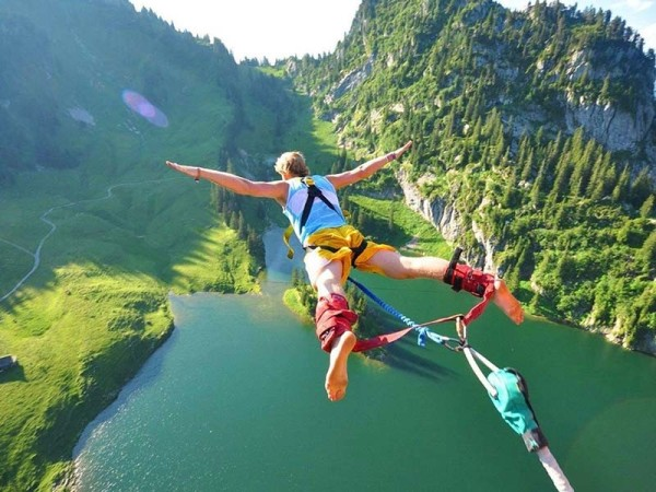 1475035936_648975_by_Dave_Macomber_Bungy