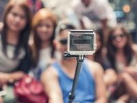 1489586068_selfie-sticks