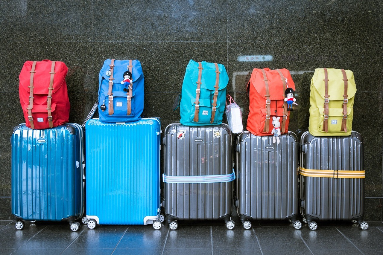 15451686507536817_by_hans3595_luggage-933487_1280