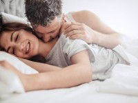 couple-having-sex-on-bed